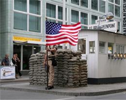 Der Checkpoint Charlie in Berlin