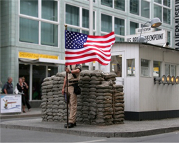Der Checkpoint Charlie in Berlin