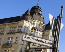 Der Kurfürstendamm mit der Gedächtniskirche in Berlin