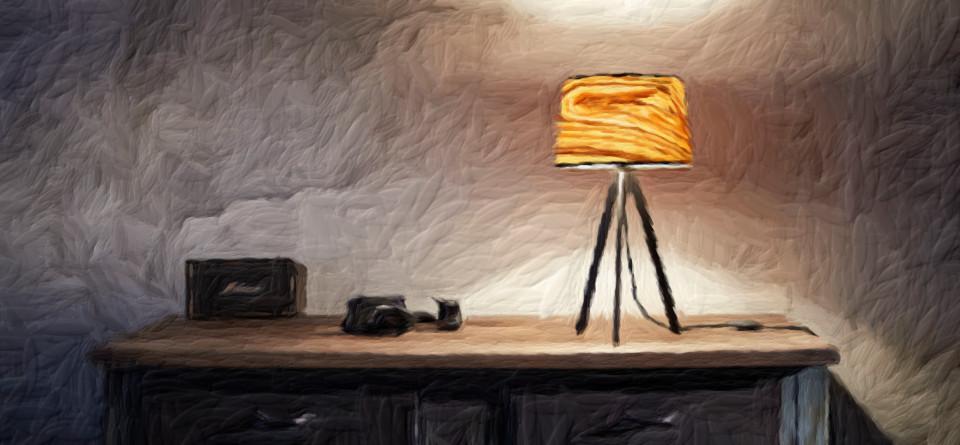Dreibein-Tischlampe Attica